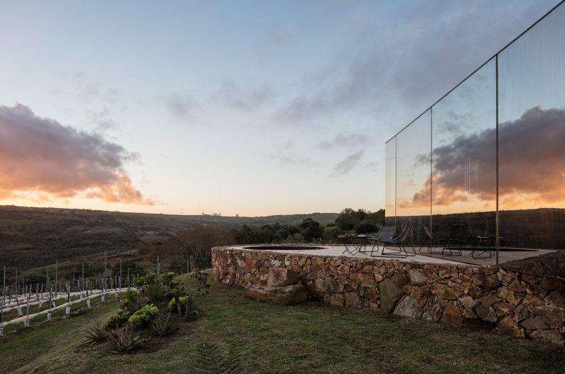 sacromonte-landscape-shelters-mapa-architecture-hotels-uruguay-prefabricated_col_5
