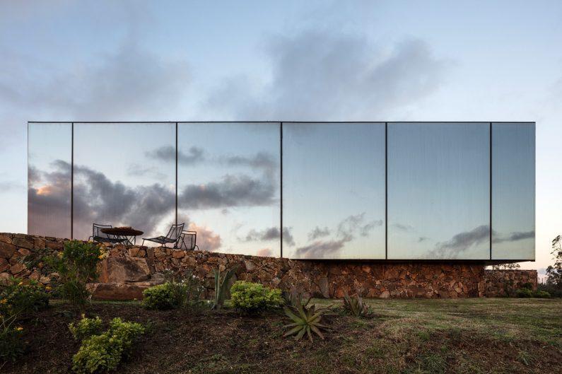 sacromonte-landscape-shelters-mapa-architecture-hotels-uruguay-prefabricated_col_6