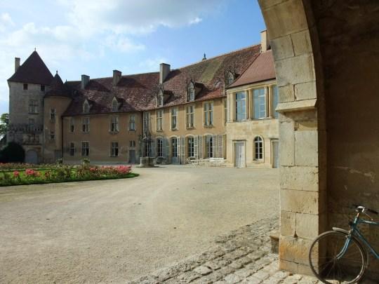 Chateau_dEpoisses01