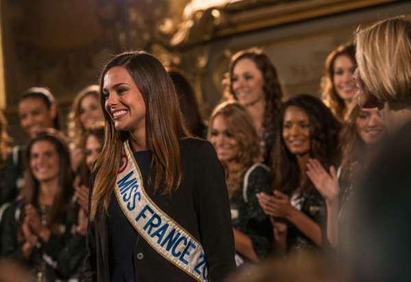 Marine Lorphelin, toute heureuse de retrouver les dijonnais lors de la présentation officielle des Miss France 2014 © Clement Bonvalot