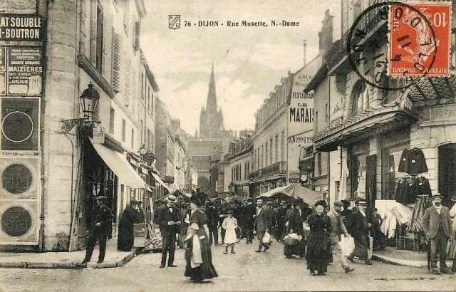 Rue Musette, 1911. Les lettres du restaurant du Marais apparaissent sur un mur© dijon1900.blogspot.fr