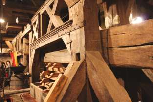 Pressoir_des_ducs_de_Bourgogne-©-Wikimedia-commons