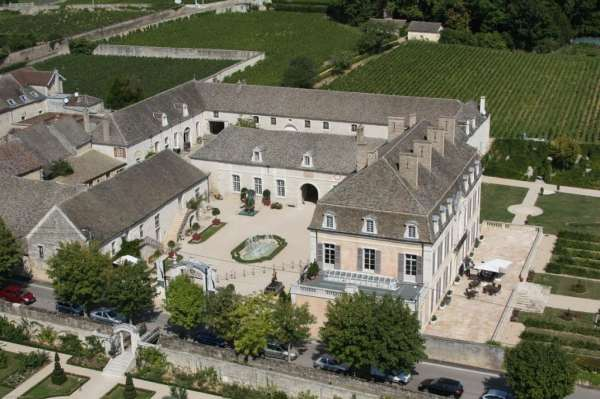 aeral-view-of-chateau-de-pommard-moyen