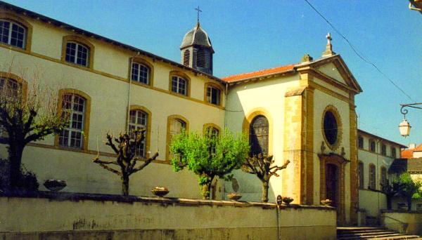 Le musée de la Soirie est installé dans l'hôtel-Dieu de Charlieu, un bâtiment du XVIIIe siècle.