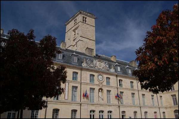 Dijon_-_Tour_Philippe_le_Bon_(1)