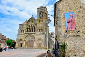 Pour la Saint-Vincent 2019, Vézelay montre ses saints en pleine rue