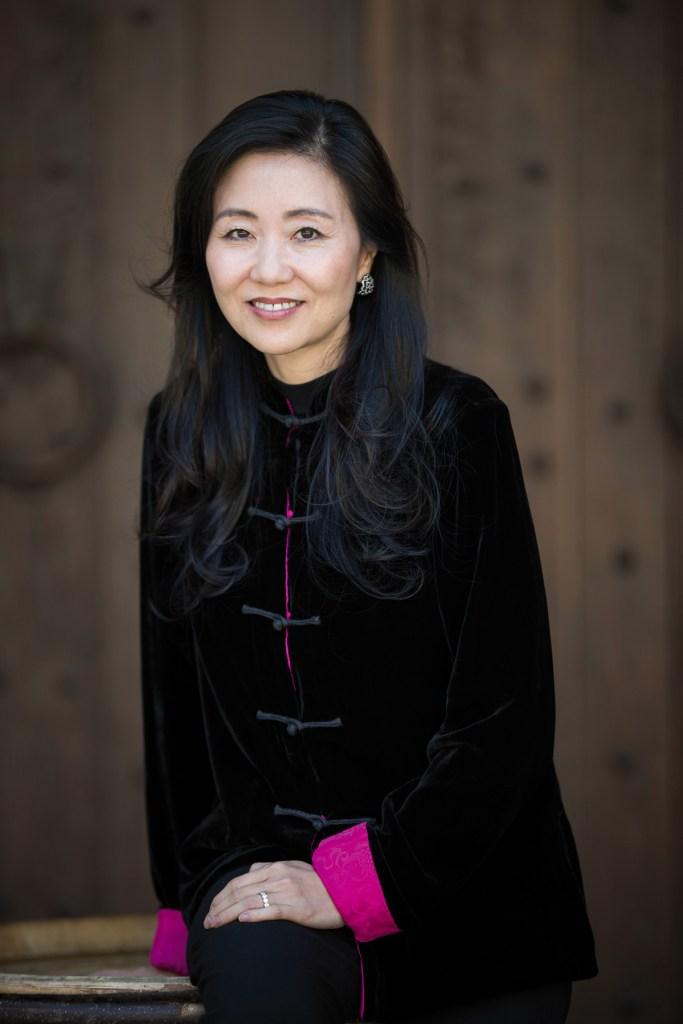 Jeannie Cho Lee, première femme Master of Wine asiatique, a présidé la 100e édition du Tastevinage au château du Clos de Vougeot. La pétillante Sud-Coréenne, experte en la matière, a apprécié ce grand moment.