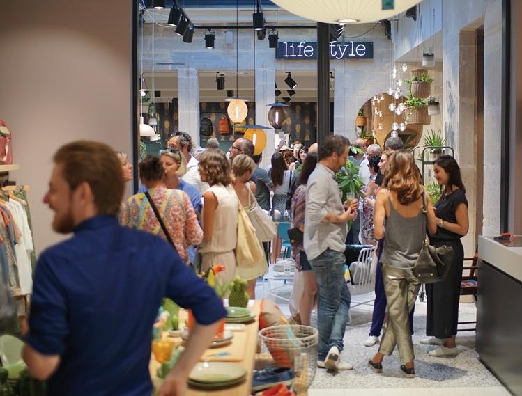 Inauguration du magasin Bensimon Home au centre-ville de Dijon en mai 2017, un de ses plus grands concept stores français de l'enseigne, qui propose une grande partie de ses collections de mode, ainsi qu'une sélection pointue de mobilier et d'objets de décoration.