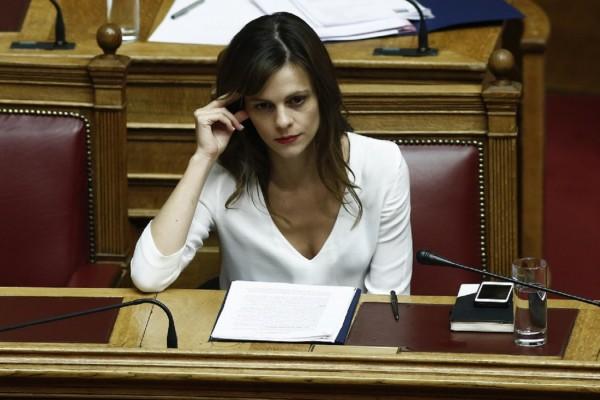 Αχτσιόγλου: Εφάπαξ επίδομα 400 ευρώ σε νέους άνεργους του ΟΑΕΔ