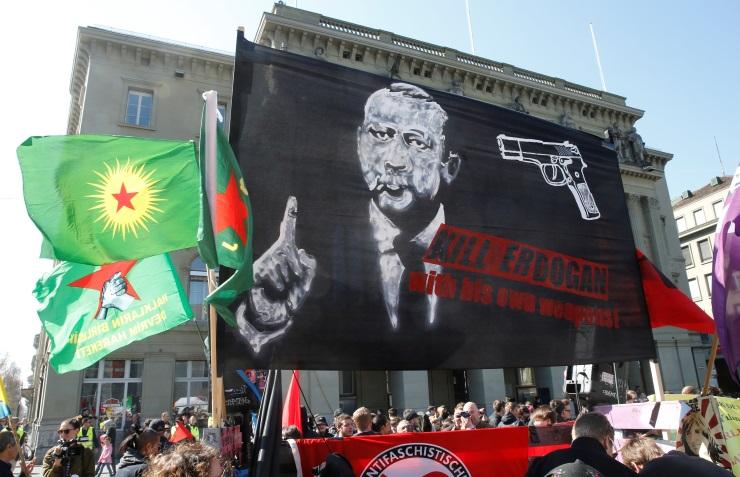 Турция вызвала посла Швейцарии после акции курдов вБерне
