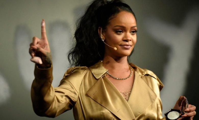 Forbes-Rihanna-Billionaire-Fenty-Beauty