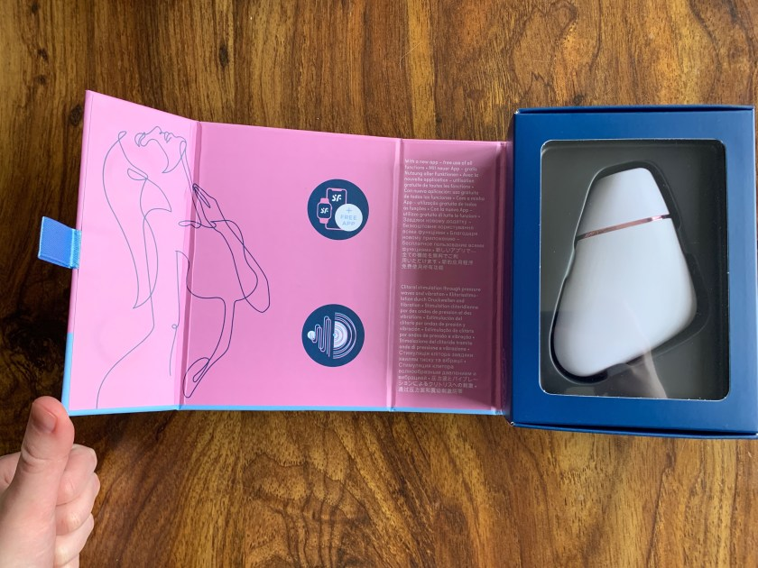 Packaging for the Satisfyer Love Triangle