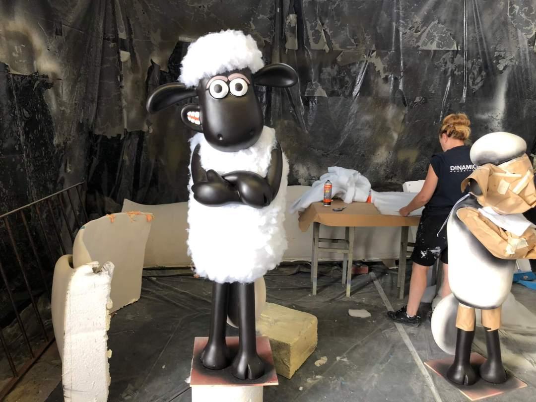 Esculturas de porexpan de la oveja shaun