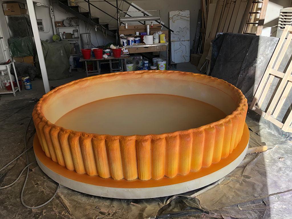 Construcción de decorados para Master Chef piscina chocolate pintada
