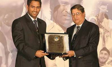 BCCI nominates award for dhoni