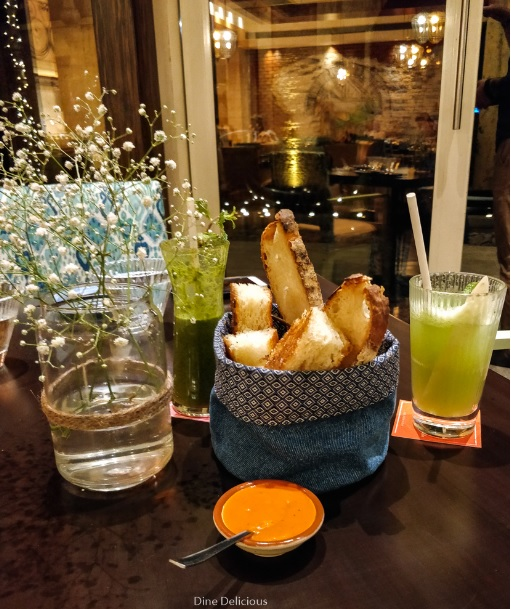 Breads with Dip and Angrezi Lemonade
