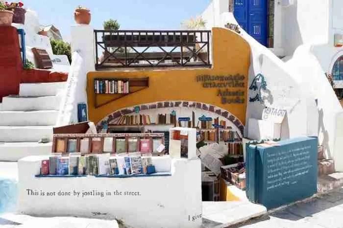 Tο κορυφαίο βιβλιοπωλείο στον κόσμο βρίσκεται στην Σαντορίνη!
