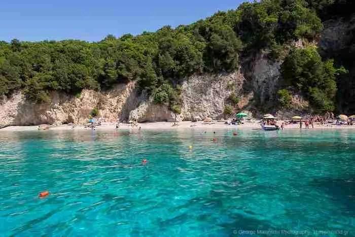 Παραλία Πισίνα: Μια από τις ωραιότερες παραλίες στα Σύβοτα με τα διάφανα τιρκουάζ νερά!