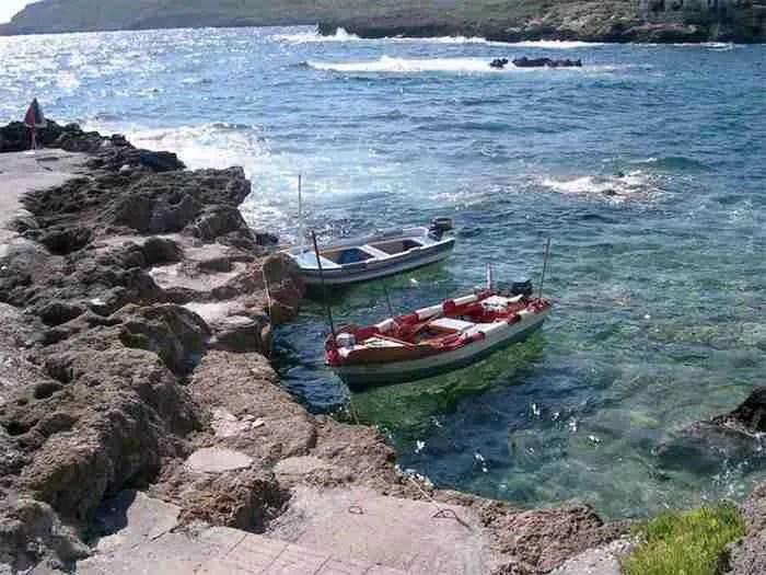Ένα από τα πιο ωραιότερα ψαροχώρια της Ελλάδας θα το βρείτε στη Μάνη