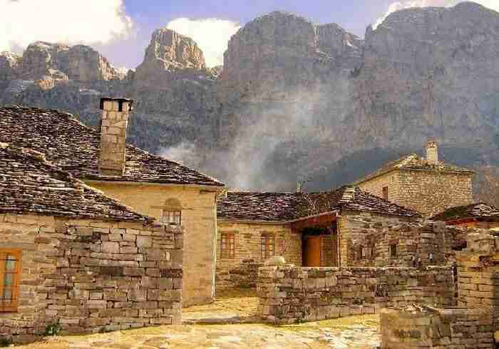 Η Daily Mail για ελληνικό προορισμό: Πηγαίνετε πριν τον μολύνουν οι τουρίστες!