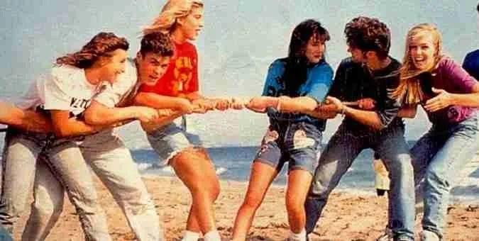Παιδικά πάρτι των '90s. Οι κασέτες, τα δρακουλίνια, η Μακαρένα και τα δώρα από τη Ρεζέρβα