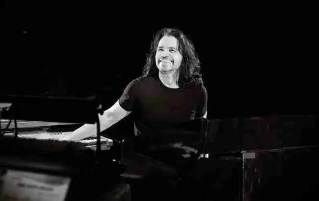 Το «φαινόμενο» Yanni. Ο διεθνούς φήμης συνθέτης από την Καλαμάτα, που γράφει μουσική χωρίς να ξέρει νότες.