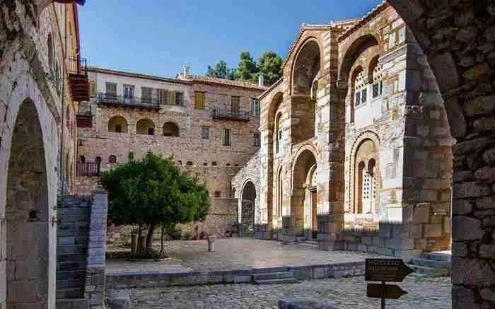 """Η """"Αγιά Σοφιά"""" της Ελλάδας κλείνει 1.000 χρόνια ζωής! Μνημείο της UNESCO στη Βοιωτία..."""