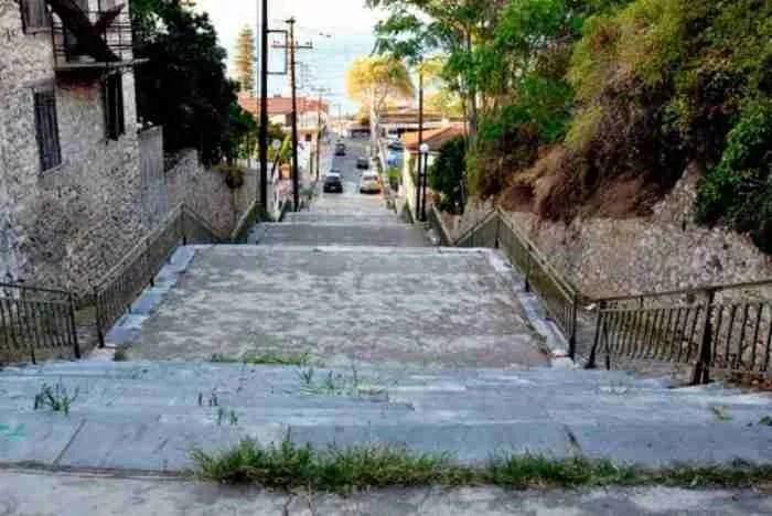 Η κοσμοπολίτισσα της Αχαΐας! Η «Πόλη των Κήπων» με τα κομψά σοκάκια & τις δαντελωτές ακτές θα σας καταπλήξει!