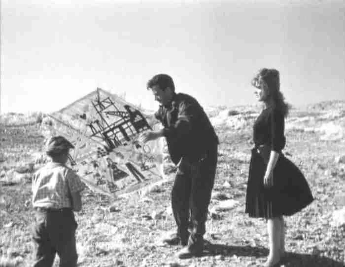 """""""Βρέχει στη Φτωχογειτονιά"""": Η ιστορία ενός υπέροχου τραγουδιού και μιας εξαιρετικής ταινίας του Αλέκου Αλεξανδράκη"""