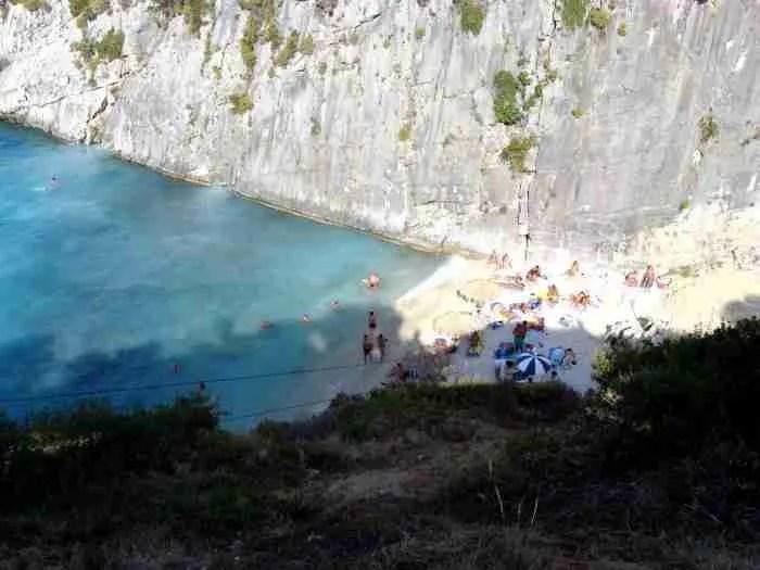 Η ελληνική παραλία που τα νερά της περιέχουν.. θειάφι! Κολυμπώντας θεραπεύεις πόνους και αρθρίτιδες!
