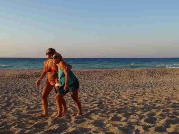Στην παραλία Μουρτερή, τον άγνωστο Παράδεισο της Εύβοιας, για ένα σαββατοκύριακο με τα ελάχιστα