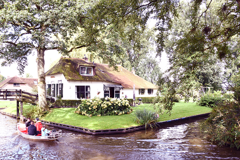Getting Around in Holland, Giethoorn