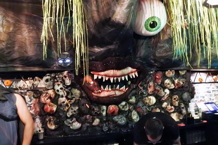 Pub Dread Halloween Pop Up Bar DC Decoration