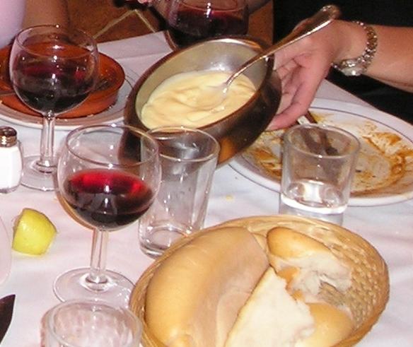 Crock Pot Easy Spaghetti Sauce www.diningwithmimi.com