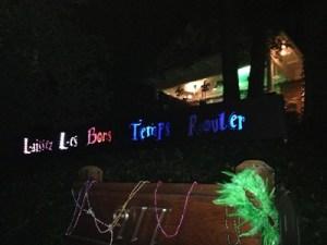 Faux Float for a parade Throw a party Laissez les Bon Temps Rouler www.diningwithmimi.com