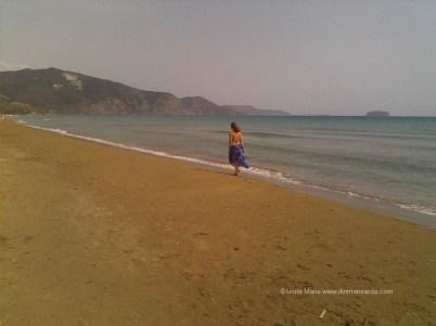 Ia tu niste scoici, e vreau doar sa simt nisipul si marea! :)