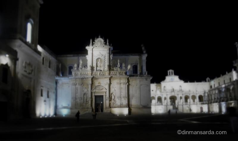 Piata Domului noaptea - Lecce