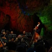 Concertul anual din Peștera Românești și biserica de lemn din satul Românești