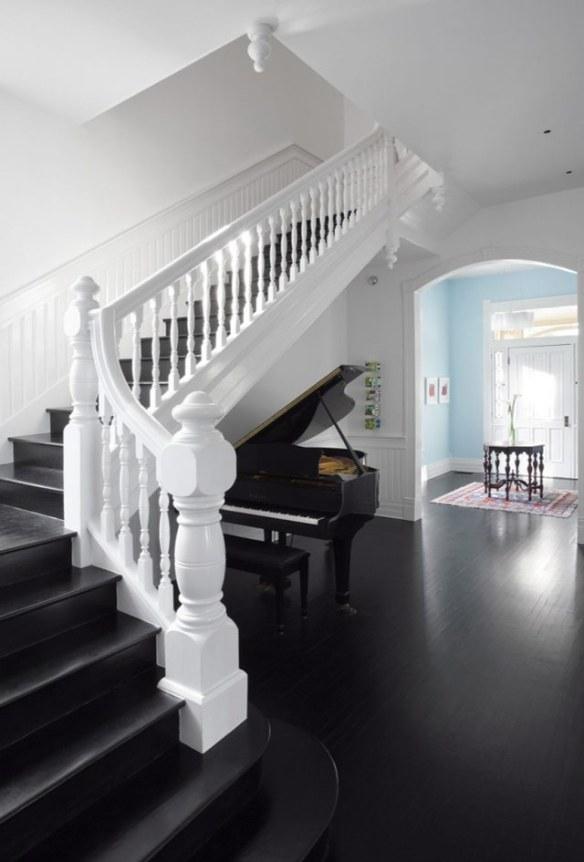 Piano blanco y negro