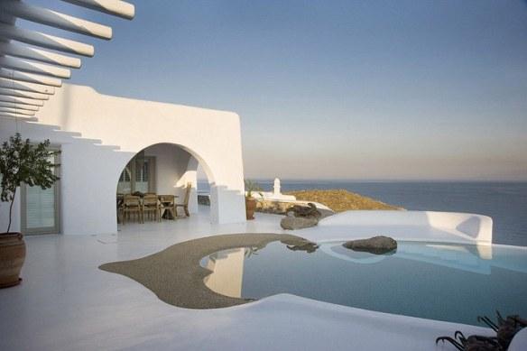 terraza con piscina vistas al mar