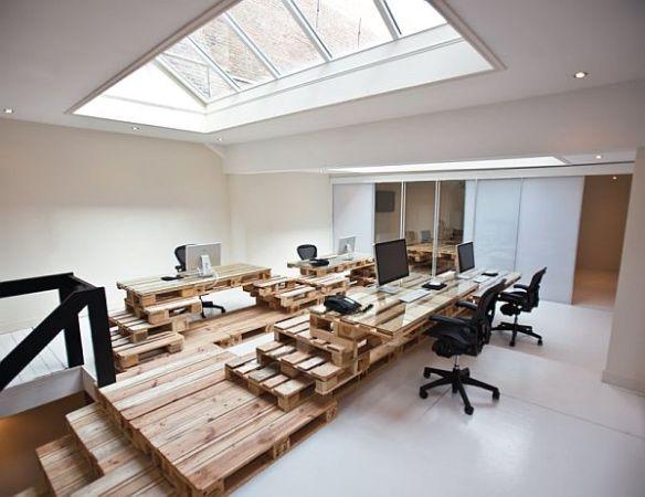 Oficina hecha con palets