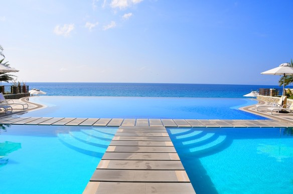Infinity Pool_Acuatico Beach Resort Filipinas