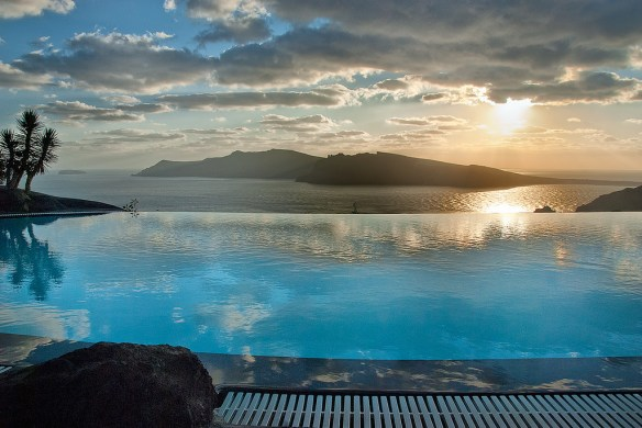Infinity Pool_Perivolas Hotel Santorini