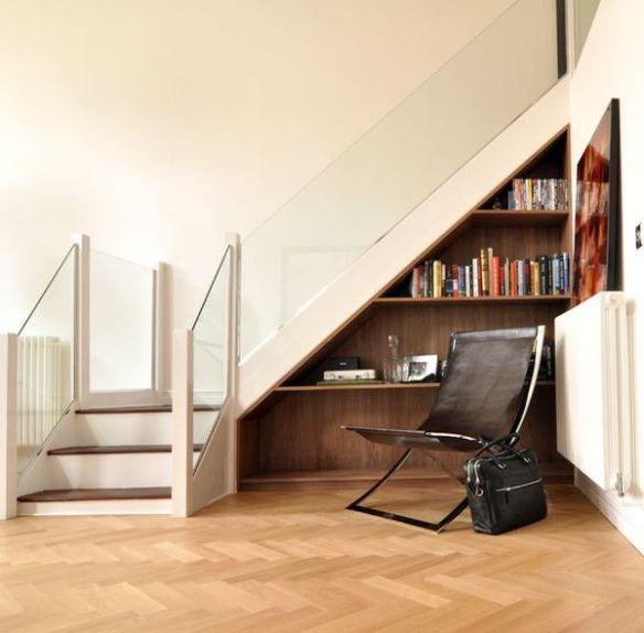 Bajo escaleras 3