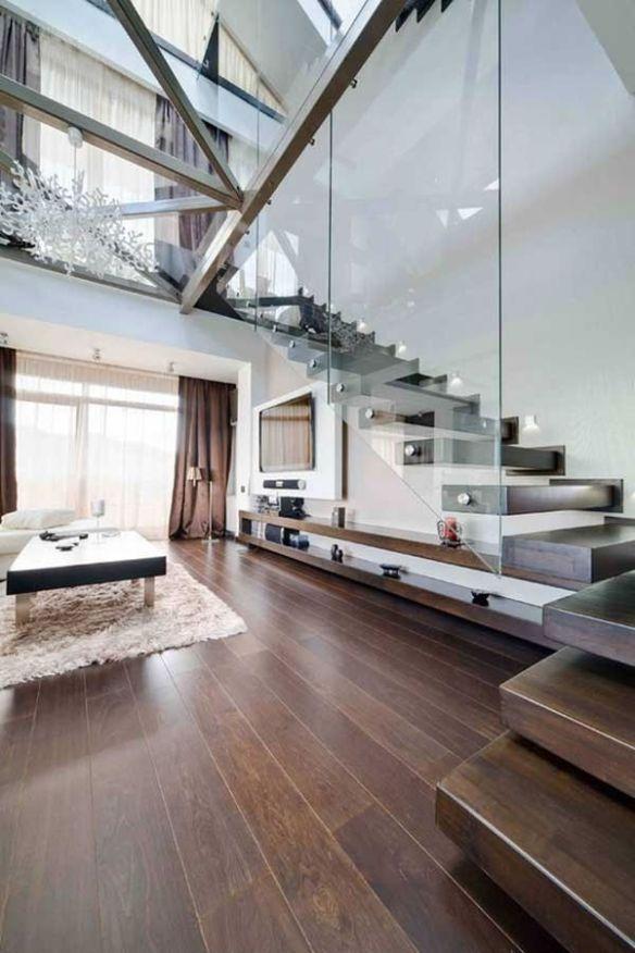 Bajo escaleras 6