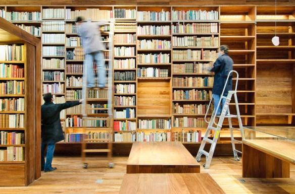 arquitectura 911sc, Moritz Bernoully, colocando libros