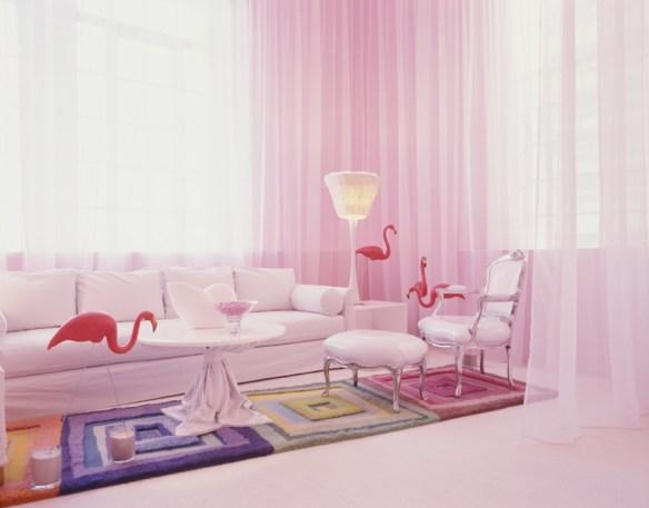 habitación pared rosa y alfombra colores