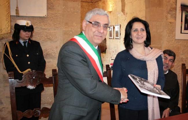 Il presidente della Commissione straordinaria del Comune Benedetto Basile e il sindaco di Betlemme.