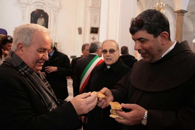 Don Filippo Romano, il vescovo e padre Ibrahim Faltas.