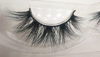 How to paste false eyelashes can make the small eyes more bigger?